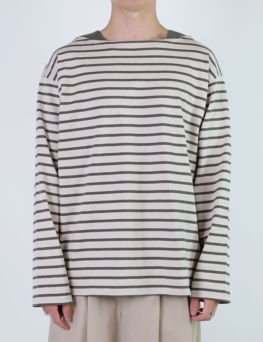 URU : COTTON BORDER BOAT NECK TEE (BEIGE/GREEN)